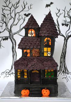 Haunted House Cake- Ash Cakes Cakery #halloween #hauntedhousecake