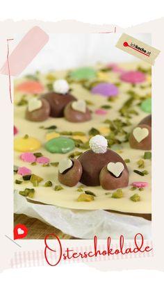 Auf der Suche nach einer schokoladige Do-it-yourself-Ideen fürs Osternesterl? We proudly present... Schoko-Osterhase mal anders - nämlich in Form einer selbstgemachten Schokolade. Gut gebettet stecken sie ihr Köpfchen in die Schoki und sorgen am Ostersonntag für Spiel, Spaß und Spannung! 🐰 Form, Breakfast, Hot Chocolate, Pistachios, Game, Morning Coffee