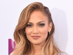 Hot mama! JLo attended the Los Angeles premiere of 'Home' with her twins Max and Emme on March 21, and she looked gorgeous. Love her glamorous retro waves? Get her look below! Jennifer Lopezhas re...