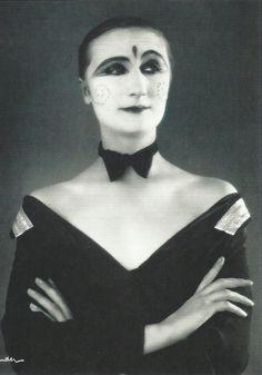 Margo Lion, 1927