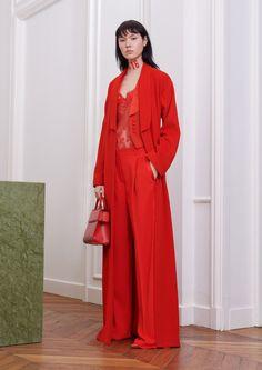 Givenchy коллекция | Коллекции осень-зима 2017/2018 | Париж | VOGUE /тотальный красный / брюки / пальто