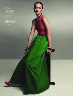 Leighton Meester making the jewel tone trend look so distinguished @ItmeLeighton