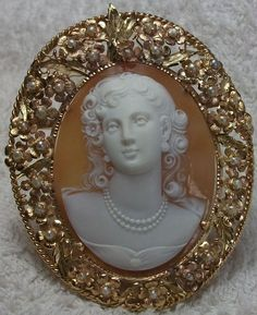 Antique Cameos: Front Face Portait of a Lady.