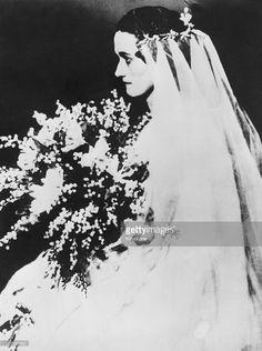 marriage of Wallis Simpson (Bessie Wallis Warfield-Spencer-Simpson) USA to Earl Winfield Spencer, Jr. Their divorce was finalized on 10 December Belle Epoque, Windsor, Wallis Simpson, Edward Viii, Portraits, Royal Weddings, Before Us, Vintage Bridal, British History