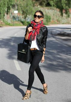Rockin' tartan girl: plaid and leopard Mode Outfits, Casual Outfits, Fashion Outfits, Womens Fashion, Fashion Weeks, Mode Chic, Mode Style, Fall Winter Outfits, Autumn Winter Fashion