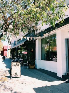 Lake, Los Angeles, #California | #boutiques inspired by Europe, founder Melissa Lovoy | via - the l.a. guide / sfgirlbybay