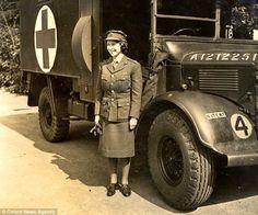 vintage everyday: Rare Pictures of Queen Elizabeth II Serving in World War II