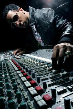 Ryan Leslie, his YouTube studio videos are amazing! New Hip Hop Beats Uploaded EVERY SINGLE DAY  http://www.kidDyno.com