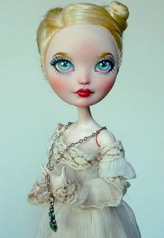 OOAK EAH Apple White doll by antiphane