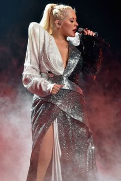 """Christina Aguilera performs """"Fall in Line"""" on the first NYC stop of the Liberation Tour on October 2018 Christina Aguilera Burlesque, Christina Aguilera Concert, Christina Aguilera The Voice, Divas, Sarah Michelle Gellar, Famous Women, Famous People, Celebrity Babies, Stage Outfits"""