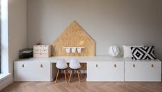 desk and organizers (ikea hack) desk and organizers (ikea hack) The post desk and organizers (ikea hack) appeared first on Kinderzimmer ideen. hacks kids desk desk and organizers (ikea hack) - Kinderzimmer ideen Ikea Kids, Ikea Playroom, Ikea Desk, Playroom Storage, Playroom Ideas, Tv Storage, Storage Ideas, Baby Zimmer Ikea, Decoracion Habitacion Ideas