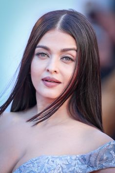 Sexy Bollywood Celebrity Pictures — Aishwarya Rai Bachchan Looks Irresistibly Sexy in. Aishwarya Rai Makeup, Aishwarya Rai Cannes, Aishwarya Rai Photo, Actress Aishwarya Rai, Aishwarya Rai Bachchan, Indian Bollywood Actress, Bollywood Girls, Beautiful Bollywood Actress, Most Beautiful Indian Actress