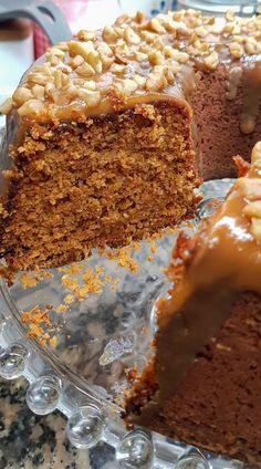Bolo de Bolacha com Cobertura de Caramelo Salgado Bolo Cubano, Cheesecakes, Chocolates, Cookie Recipes, Dessert Recipes, Portuguese Desserts, Cooking Cake, Cream Recipes, Baked Goods