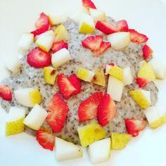 Chia-Pudding mit Erdbeeren und Saftiger Birne. Macht total satt und schmeckt  sehr lecker...geht fix und nur wenig Zutaten. Rezept auf Anfrage