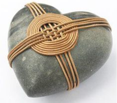 Stone Crafts, Rock Crafts, Zen Rock, Rope Art, Stone Wrapping, Yarn Thread, Sticks And Stones, Weaving Projects, Nature Crafts