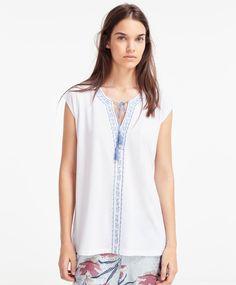 Camiseta con borlas - NOVEDADES.