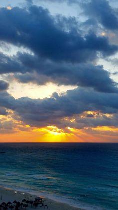 Así de hermoso amaneció Cancún este domingo. Foto de Verónica Villegas.
