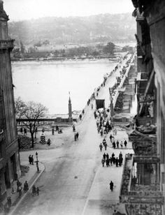 1945.  MANCI híd Budapest Hungary, Louvre, History, Building, Travel, Outdoor, Archive, Retro, Outdoors