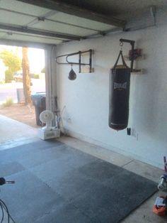 DIY home Boxing gym Punching Bag; - Basement Gym Design - Home Gym Home Made Gym, Diy Home Gym, Gym Room At Home, Best Home Gym, Home Gym Garage, Basement Gym, Boxe Fitness, Boxing Punching Bag, Mma Gym
