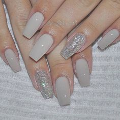 47 playful glitter nails that shines from every angle unhas decoradas diferentes, unhas Fancy Nails, Love Nails, How To Do Nails, My Nails, Gel Nails With Glitter, Grey Gel Nails, Bio Gel Nails, Glitter Accent Nails, Silver Nails