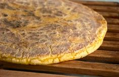 Flat Bread This Azorean flat bread (bolo de sertã) is great with any type of fish, enjoy while still warm.This Azorean flat bread (bolo de sertã) is great with any type of fish, enjoy while still warm. Portuguese Sweet Bread, Portuguese Desserts, Portuguese Recipes, Portuguese Food, Cooking Time, Cooking Recipes, Cooking Ideas, Flatbread Recipes, How To Make Bread