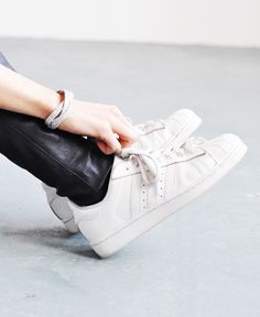 TOLLE Armbänder Abs, Sneakers, Shoes, Fashion, Amazing, Tennis Sneakers, Sneaker, Zapatos, Moda