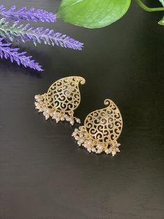 Simple stud Earrings / Statement Pearl earrings / pearl Stud Earrings/Bollywood celebrity earring/Kundan earrings Head Jewelry, Tribal Jewelry, Indian Jewelry, Pearl Stud Earrings, Pearl Studs, Statement Earrings, Bollywood Jewelry, Imitation Jewelry, Bollywood Celebrities