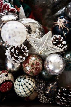 Malin Persson's Holiday Décor Nordic Christmas, Magical Christmas, Christmas Love, Country Christmas, Christmas Wishes, Winter Christmas, Christmas Themes, Christmas Bulbs, Holiday Decor