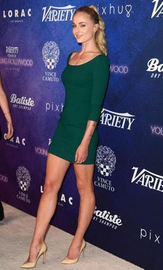Sophie Turner sexy long legs in a green mini dress and pumps Beautiful Legs, Beautiful Women, Beautiful People, Maisie Williams Sophie Turner, Sophia Turner, Fit Girl, Great Legs, Beautiful Celebrities, Sexy Legs