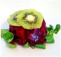 Rode bietentartaar met kiwi & avocadosaus