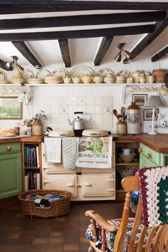 Make your home more welcoming and cozy with the best Country Cottage kitchen decor ideas, that can make your kitchen look all the more appetizing. English Cottage Kitchens, English Farmhouse, Country Kitchens, English Cottages, English Cottage Decorating, English Cottage Interiors, English Village, Farmhouse Style, Cozy Kitchen