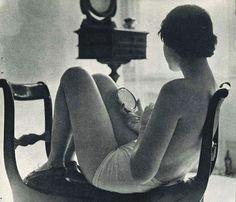 harvey turtz portrait of debbie schultz 1952 Vintage Photographs, Vintage Photos, Photo Glamour, Culture Art, Foto Fashion, Figure Photography, People Photography, Single Women, Single Ladies