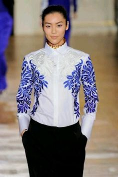 Placement of motif on white shirt