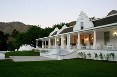 Grand Dedale Country House is a luxury boutique hotel in Wellington, South Africa. Book Grand Dedale Country House on Splendia and benefit from exclusive special offers ! Westerns, Clifton Beach, Cape Dutch, Farmhouse Architecture, Architecture Interiors, Dutch House, Dutch Colonial, Luxury Accommodation, House Front