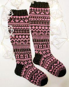 #joulukalenterisukat2017 nyt blogissa kera 🦄lapasten 💕 #neuloosi #knitting #unicornmittens @niinalaitinendesigns #sticka #novitaknits #neulominen #voihanvillasukka Instagram Widget, Knee High Socks, Knitting Socks, Pony, Sewing, How To Make, Free, Fashion, Wrist Warmers