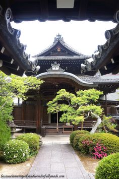 One of the buildings at Eikan-dō Zenrin-ji 永観堂禅林寺 in Kyoto, Japan.