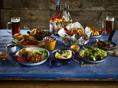 Colourful Table presentation #Genware #Food #TablePresentation People Eating, Grubs, Food Presentation, Tapas, Catering, Table Settings, Dining, Breakfast, Desserts