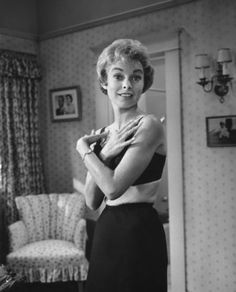 A gallery of Psycho publicity stills and other photos. Featuring Janet Leigh, Anthony Perkins, Alfred Hitchcock, John Gavin and others. Alfred Hitchcock, Hollywood Actor, Hollywood Actresses, Actors & Actresses, Tony Curtis, Jamie Lee Curtis, Vintage Hollywood, Classic Hollywood, Janet Leigh Psycho