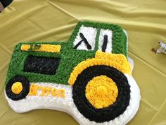 Lorraine A's Birthday / John Deere - Photo Gallery at Catch My Party Tractor Birthday Cakes, Farm Birthday, 3rd Birthday Parties, Tractor Cakes, Birthday Ideas, Baby Boy Cakes, Cakes For Boys, John Deere Party, Galletas Cookies