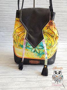 Petit sac bourse / seau / rabat simili cuir noir vieilli et tissu imprimé mandala. Pièce unique. Fabriqué en France. En vente sur Etsy ! Fashion Backpack, Mandala, Creations, France, Backpacks, Couture, Etsy, Bags, Block Print Fabric