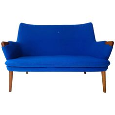 Mini bear sofa AP 315 by Hans J. Wegner made by A. Mid Century Modern Furniture, Modern Sofa, Contemporary Furniture, Midcentury Modern, Furniture Logo, Lounge Furniture, Furniture Design, Vintage Bench, Vintage Chairs