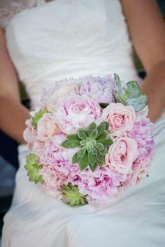 Bouquet con peonie e succulente, realizzazione Giuseppina Comoli