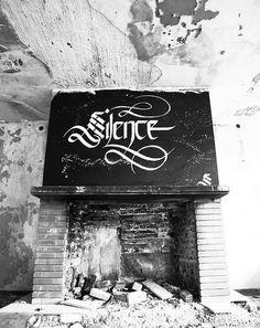 """""""Urban Calligraphy"""", ou quand le street artrencontre lacalligraphie sous les doigts de l'artistegrecSimon Silaidis. Graphic designer depuis des année"""