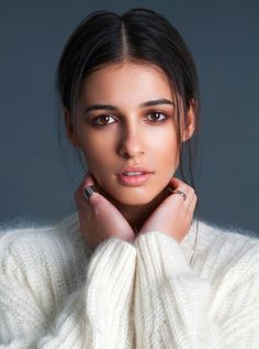 Naomi Scott ~ Just being so beautiful as always. Comment down below which pic is your favourite 😍 Naomi Scott Photoshoot, Kimberly Hart, Selfie Poses, Woman Crush, Beautiful Actresses, Belle Photo, Pretty People, My Idol, Makeup Looks