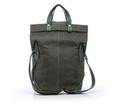 Available exlusively online at roztayger, the Medium Foldy by Entermodal's master craftsman Larry Olmstead is a stunningly crafted, timeless tote.  www.roztayger.com