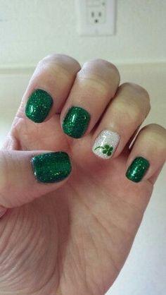 Shamrock Easy St Patricks Day Nail Designs Easy Nail Art for Begin Nail Art Designs, Fingernail Designs, Simple Nail Designs, Nails Design, Holiday Nail Designs, Toe Nail Art, Easy Nail Art, Acrylic Nails, Nails For Kids