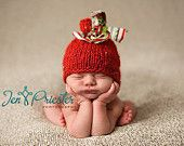 Christmas Baby Hat, Knit Newborn Hat, Baby Photo Prop in Bright Red and Green