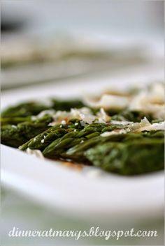 Dinner at Mary's: Asparagi al parmigiano