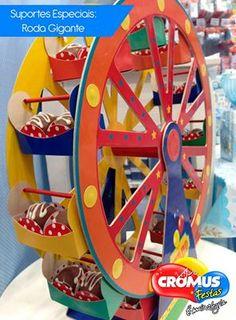 Suporte para mesa de guloseimas em formato de roda gigante.