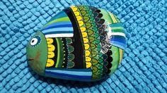 Vis op steen geschilderd